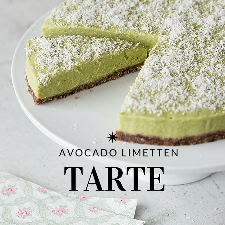 """AVOCADO-LIMETTEN-TARTE Bei diesem Rezept lernen Sie Avocado von ihrer süßen Seite kennen und lieben. Der sommerlich-erfrischende Kuchen wird bequem im Gefrierschrank """"gebacken"""" und ist garantiert der Star bei Ihrem nächsten Päuschen in der Sonne. #dessert #lowcarb #vegetarisch #kuchen #glutenfrei"""