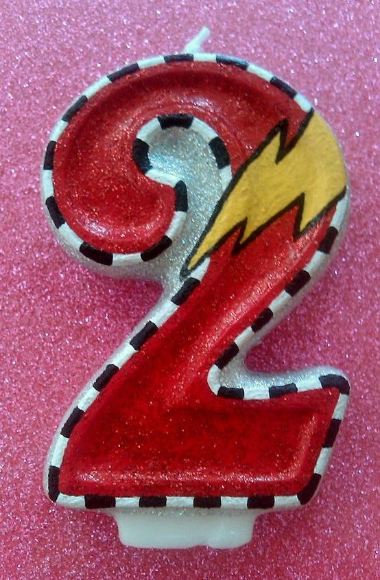 love it! Buy a cheap number candle from dollar store and paint up like lightning McQueen... Perfect for Cars Birthday Party!