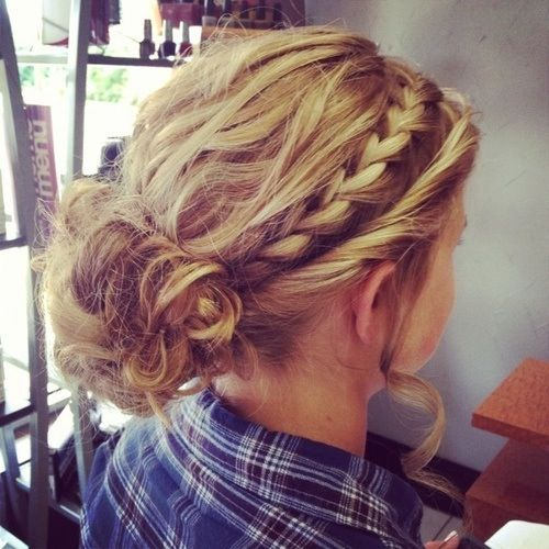 Messy Bun Homecoming Hairstyles 2019 Hairstyle Ideas