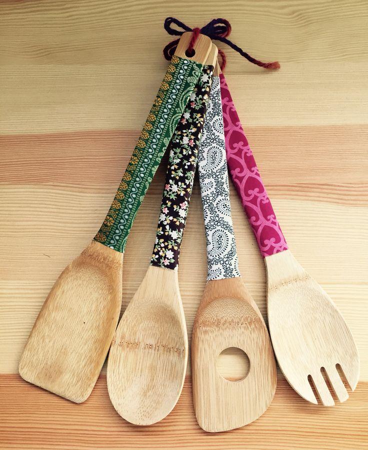 Decora tu cocina con este Set de utensilios para la cocina! Decorados con telas! Made in Rajani Shop. Venta online en Facebook Rajani Shop.