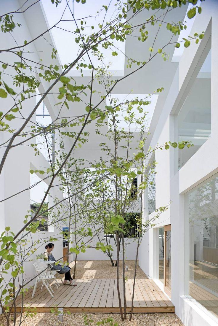 UTE OG INNE: I ute/inne området kan beboerne nyte følelsen av å sitte utendørs, men omsluttet av vegger.