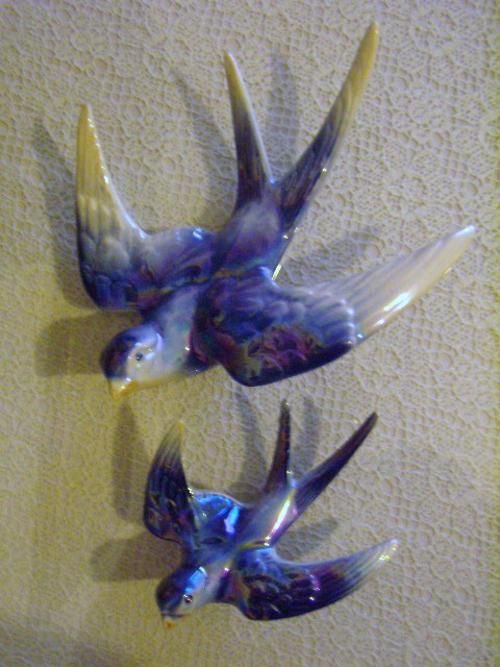 Porcelain & Ceramic - Jema Holland Mark Flying Swallow Wall Mount in a Gorgeous Blue Lustre Porcelaine . Mint Condition was sold for R108.00 on 30 Jun at 21:46 by Shelley Lady in Durban (ID:22816454)
