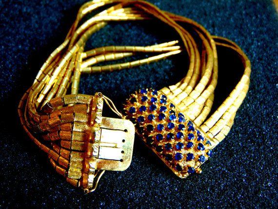 By ArchipelagosBreeze .Wunderschöne Vintage Damen Armband. Es besteht vollständig aus 18-karätigem Gold (aka Gold 750, jedes Stück ist gestempelt), mit zahlreichen kleinen Runde Saphire... Gesamtlänge---> 20 cm