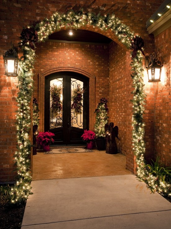 Entrance way decorations: Ideas, Decoration, Front Doors, Traditional Porch, Holidays Decor, House, Christmas Decor, Front Porches, Christmas Porch