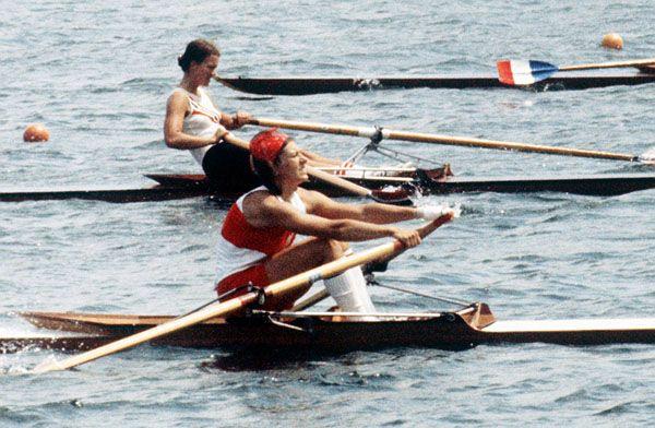Colette Pépin (au premier plan) du Canada participe à une épreuve d'aviron aux Jeux olympiques de Montréal de 1976. (Photo PC/AOC)