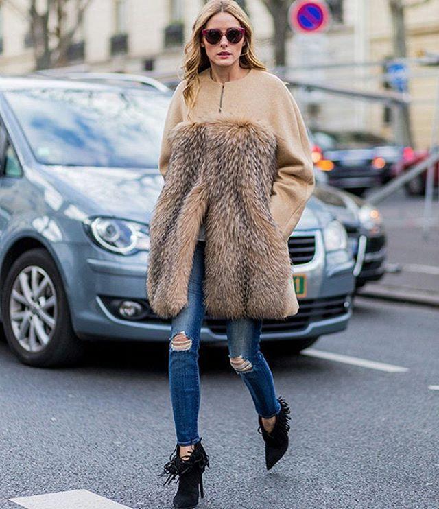 Оливия Палермо заслуженно получила статус иконы стиля. Что ни образ, то удачный. Вот и на этот раз она восхищает своим тонким и ироничным вкусом. Итальянцы бы сказали, brava! Кстати, подобрать похожие джинсы вы сможете в JiST, теперь со скидкой.😉 #fashion #winter #outfitidea: #stylish #OliviaPalermo in #furcoat &#jeans looks #chic & #trendy #мода #стиль #тренды #джинсы #ОливияПалермо #модно #стильно #киев