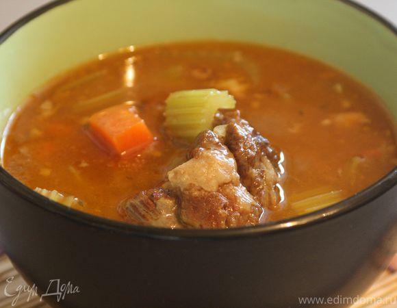 Суп из бычьих хвостов (Oxtail soup). Ингредиенты: говядина, мука, лук репчатый