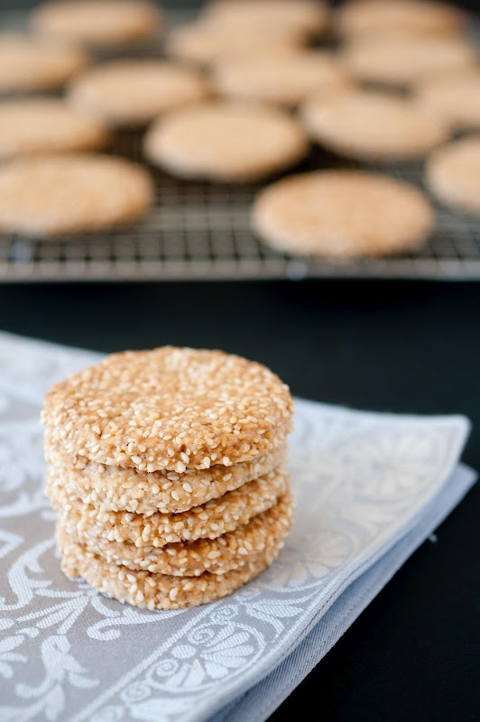 Vegan and super easy Moroccan sesame seed cookies (used whole wheat/rice/tapioca and oat flour instead).
