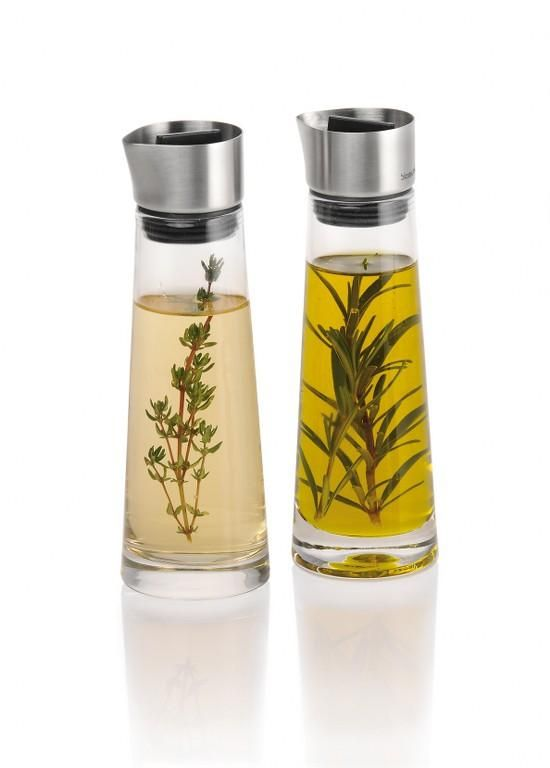 Zestaw karafek do oliwy i octu - DECO Salon. A set of glass carafes for oil and vinegar #blomus