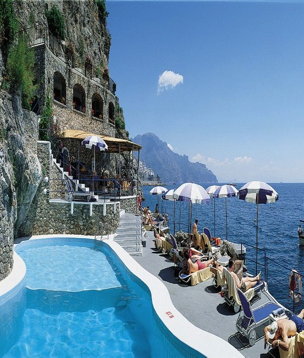 The 13 Most Breathtaking Hotel Views In The World http://www.actuweek.com/go/amazon-italie.php