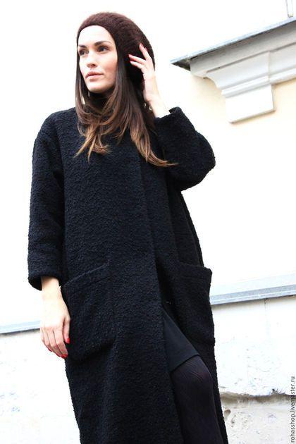 Купить или заказать Пальто Black Monk (R00035) в интернет-магазине на Ярмарке Мастеров. Ткань на пальто в ограниченном количестве !!!Брутальное, стильное пальто макси из черного, итальянского Букле. Модель можно выполнить в черном или песочном цвете. Модель свободная ,с рукавами 7/8 , воротничок шанель, пройма рукавов немного занижена, пальто с двумя накладными карманами, застежка - итальянские, качественные кнопки черного цвета, для песочного букле кнопки золотого цвета .