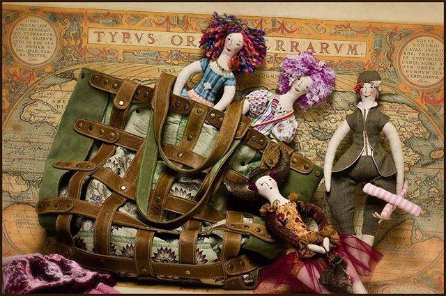 """Из серии ремешковых сумок.. )) Размеры: примерно 45х45х15  Описание Была когда-то такая серия сумок - снаружи - """"решётчатая"""" основа из кожи и замши, а внутри - тканевый вкладыш.  Сумка продана. Сделаю на заказ (точное повторение невозможно) . Возможен вариант в любых цветах.  #Кожаная_женская_сумка #женские_дизайнерские_сумки #необычные_сумки #авторские_сумки #сумки_ручной_работы"""