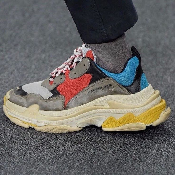 """4,050 Me gusta, 37 comentarios - PAUSE Magazine (@pause_online) en Instagram: """"The Balenciaga Triple S Sneakers Set To Release On The 21st of September- More details on…"""""""