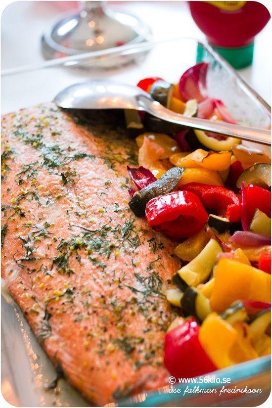 hel ugnsgrillad laxsida med örtsås, 56 kilo, lax, laga mat i ugnen, fisk i ugn, räkor, skaldjur