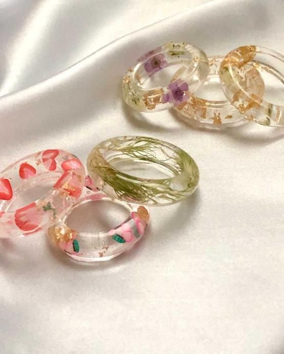Cute Jewelry, Jewelry Rings, Jewelery, Jewelry Accessories, Really Cute Outfits, Diy Resin Art, Emma Chamberlain, Chunky Rings, Resin Ring