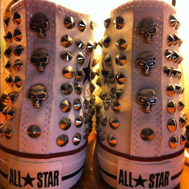 Converse all star alte con borchie e teschi