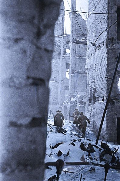 Soviet soldiers in Stalingrad battle 1942.