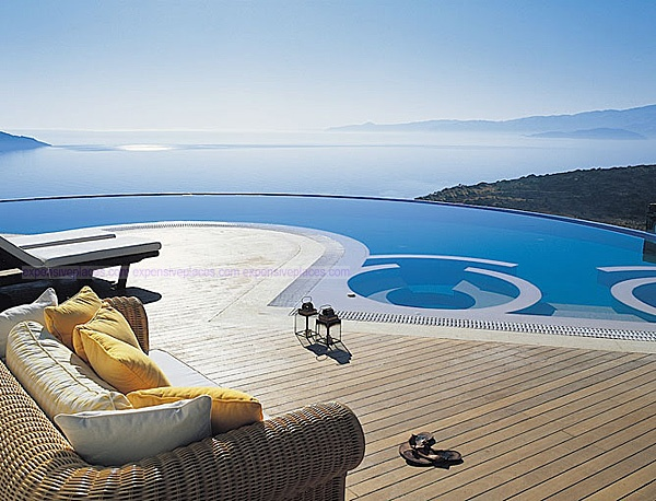 Elounda Gulf Villas – Crete, Greece  Pink sand, crystal clear water… perfect weather… can you ask for more?
