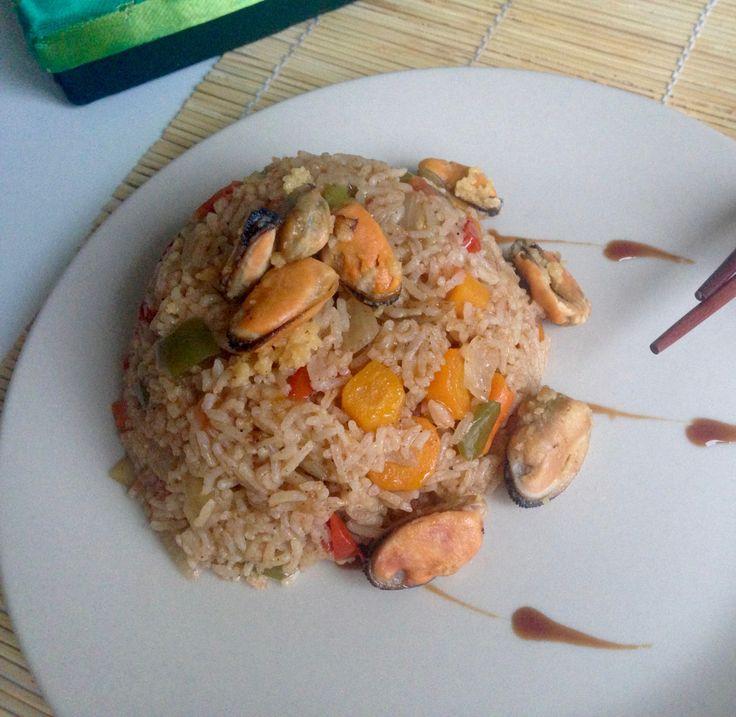 В сегодняшнем рецепту хочу поделиться одним секретом, что нужно сделать для того, чтоб рис во время готовки не слипся и чтоб у него крупинки отделялись одна от другой. Сочный тандем овощей и мидий …