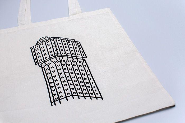 Torre velasca tote bag www.giadamontomoli.com ph Paolo Mottadelli