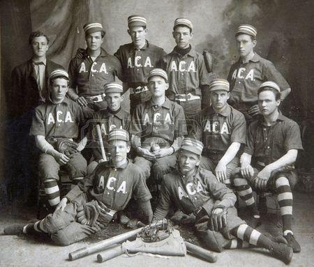 FULTON NY el 5 de junio de 1903 imagen hist rica de un equipo de b isbol en per odo uniformes con gi Foto de archivo