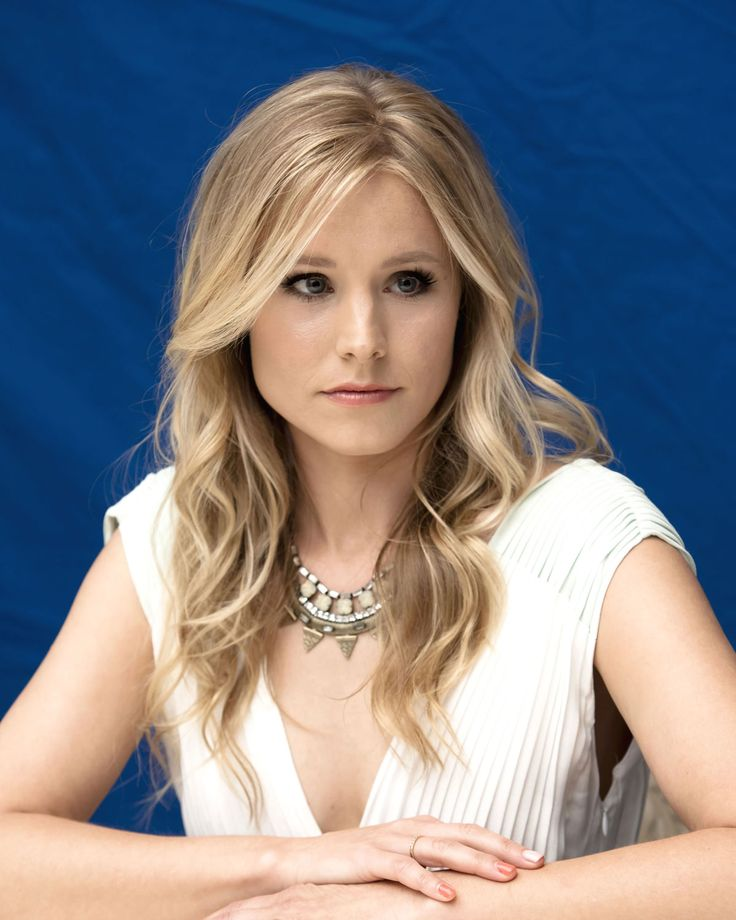 kristen-bell-action-loking-