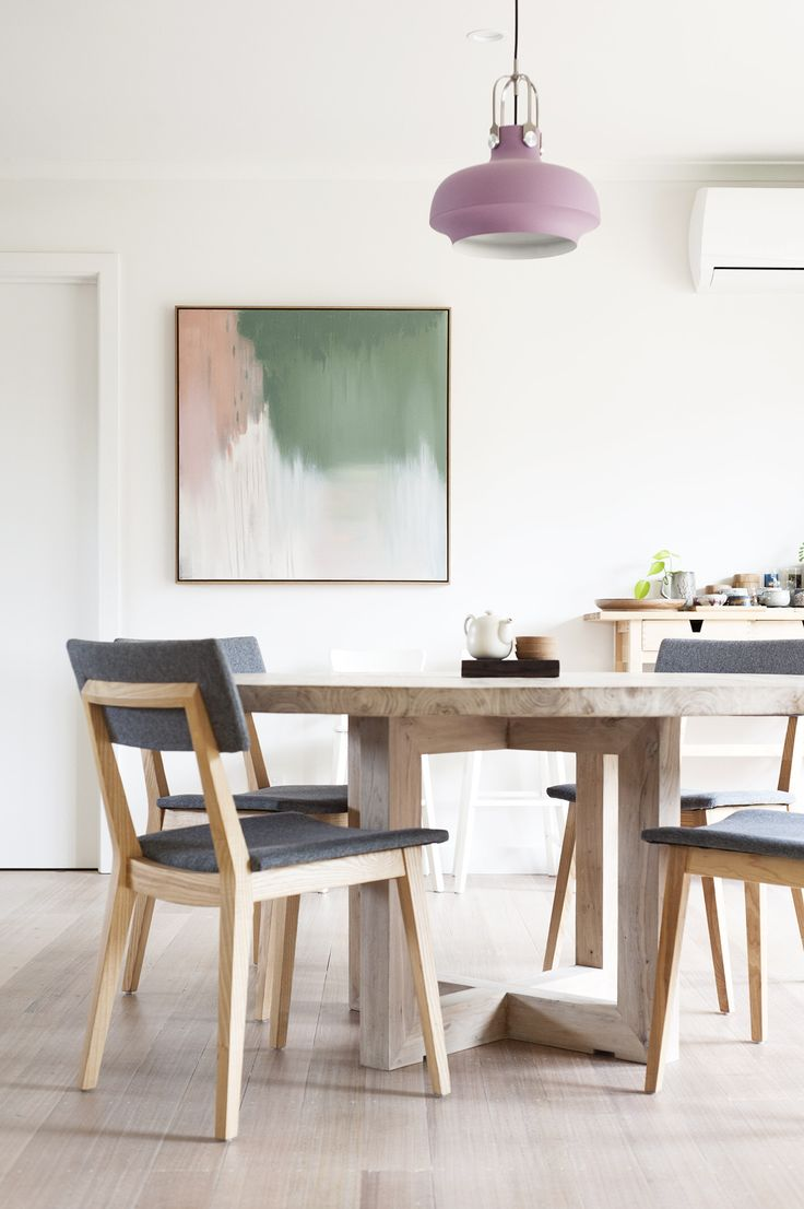 Doncaster house. Photography by Nick Stephenson. #inbetweenarchitecture #house #addition #renovation #architecture #melbournearchitecture #interiordesign #curiousgrace #diningroom #table #chairs #timberfloor