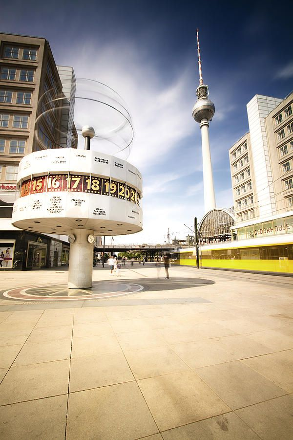 El Reloj de las Horas del Mundo, Weltzeituhr, en #Alexanderplatz de #Berlín More information: visitBerlin.com