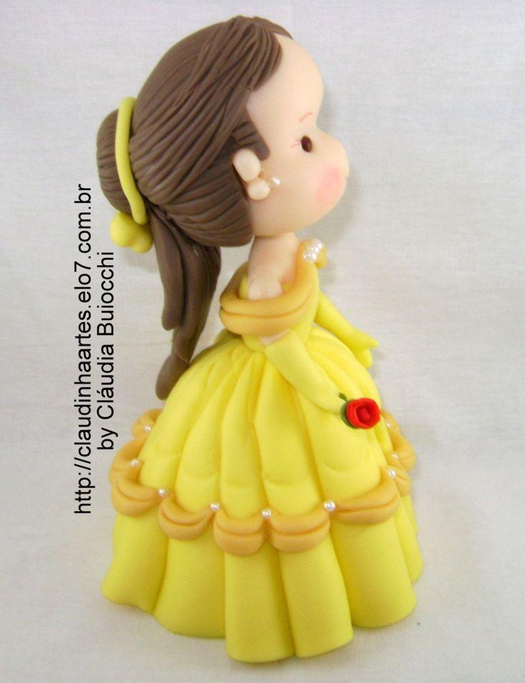 Bela em biscuit. Linda peça para decorar bolos e o quarto das crianças. Também pode ser colocada sobre uma caixa porta treco ou porta jóias.  É um presente único e original! Peça com aproximadamente 16 cm de altura.