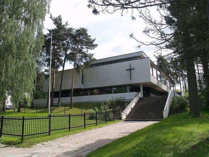 Kirkkopuiston seurakuntakoti, Hämeenkatu 5, Riihimäki. Arkkitehti Erkko Virkkunen 1964. Salissa n. 400 paikkaa. Kuva: Jarkko Niskanen