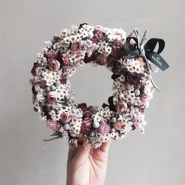. Lesson Order Katalk ID vaness52 E-mail vanessflower@naver.com . #vanessflower #vaness #flower #florist #flowershop #handtied #flowergram #flowerlesson #flowerclass #바네스 #플라워 #바네스플라워 #플라워카페 #플로리스트 #꽃다발 #부케 #원데이클래스 #플로리스트학원 #화훼장식기능사 #플라워레슨 #플라워아카데미 #꽃수업 #꽃스타그램 #부케 #花 #花艺师 #花卉研究者 #花店 #花艺 . . #dryflower #리스 . . 귀욤 💕