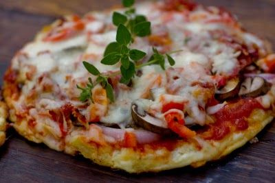 Cauliflower pizza crust pizza: Low Carb, Health Food, Cauliflowers Pizza Crusts, Cauliflower Crust Pizza, Cauliflower Pizza Crusts, Cauliflowers Crusts Pizza,  Pizza Pies, Colleges Students, Vegetarian Recipes