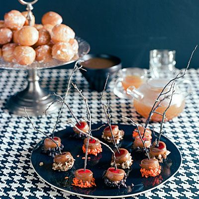 Mini Caramel Apples: Minis Caramel Apples, Halloween Parties, Caramel Apples Bites, Minis Dog Qu, Apples Recipes, Caramel Apple Bites, Halloween Treats, Apples Desserts, Mini Caramel Apples