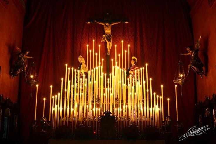 Altar de Cultos de la Hermandad de las Siete Palabras durante la celebración de su Quinario anual.