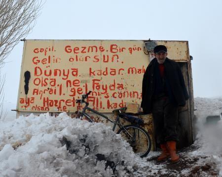 Ağrı'da yaşayan 68 yaşındaki bir adam, başlık parası yüzünden kavuşamadığı kadını 52 yıldır bekliyor.