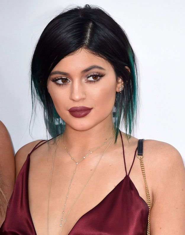 Kylie Jenner With Turquoise Highlights, Wine Lips & Dramatic Eye Makeup | Kylie Jenner's Best Beauty Looks, check it out at http://makeuptutorials.com/kylie-jenners-best-beauty-looks