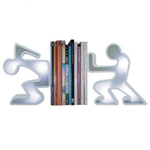 Kitaplığına gözü gibi bakanlar ışıklı adam kitap tutucuları gördüğü zaman ona hayran kalacaklar.. Klasik kütüphanelerin havasını değiştirmeye gelen bu kitap tutucular ile en renkli kitaplık neden sizinkisi olmasın. Ürün detayları için: http://www.buldumbuldum.com/hediye/light_up_bookend_set_isikli_adam_kitap_tutucular/