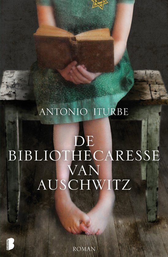(15/52) De bibliothecaresse van Auschwitz - Antonio Iturbe. Een 14-jarig meisje verbergt in Auschwitz met gevaar voor eigen leven de acht boeken die als illegale bibliotheek fungeren in het schooltje van het concentratiekamp.