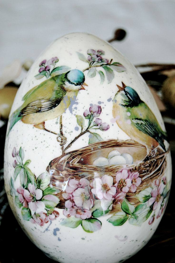 Decoupage Easter Egg. The announcement of spring. Beautiful paper Decomania with birds and cherry blossoms.