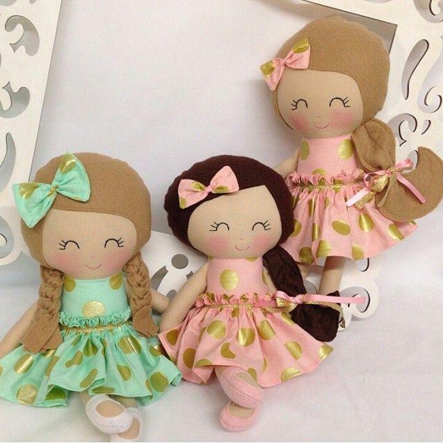 The Golden Girls! such sweet bffs by @sewmanypretties #dollsanddaydreams #sewingdolls #sewingpatterns #handmadedolls #fabricdoll #materialdoll #wip