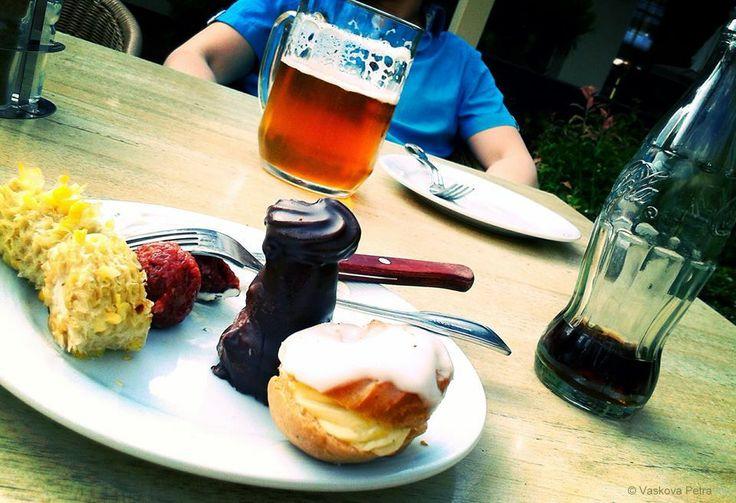 Hard decision; Beer; Cakes © Petra Vaskova