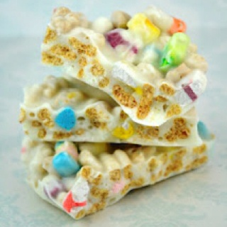 Lucky Charms Bark for St Patty's Day Just melt white chocolate, mix with lucky charms, spread out on a cookie sheet and let cool. Break up into bars