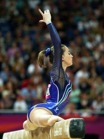 Carlotta Ferlito, oltre ad essere campionessa azzurra, è una delle ginnaste protagoniste del reality targato Mtv che ha avuto un enorme successo. Nel pomeriggio, concorrerà insieme alle altre azzurre la finale a squadre dei Giochi Olimpici (Epa/Vennenbernd)