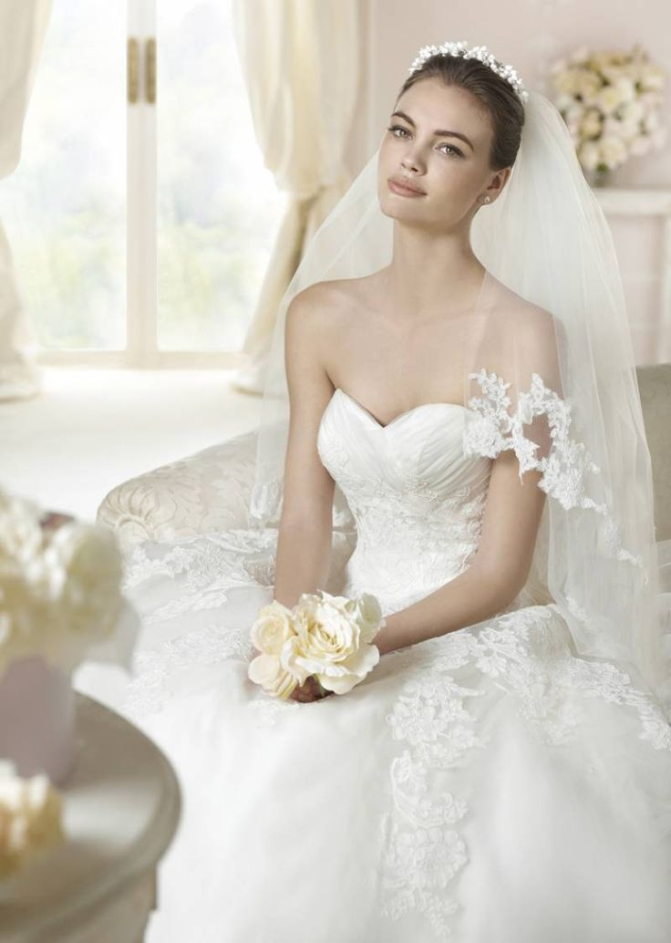 Lace dress and tulle White One model Toscana Collection 2015