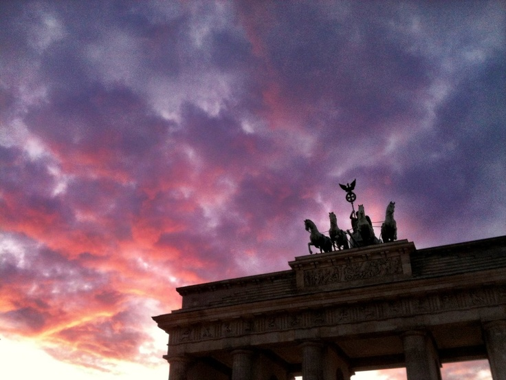 How to watch the sunset in London from #Berlin...: Photos, Berlin Photo, Instagram Travel, Travel Blog, Hors Statues, Around The World, Beautiful Statues, Instagram Photo, Purple Leaves