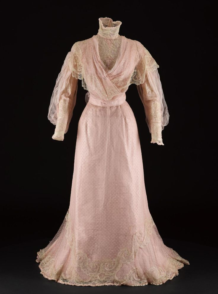 Day dress, by Worth, c.1900-1903. National Museum of Scotland.