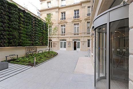 20 Boetie Paris. #Nacarat #Rénovation #HQE #Architecture #Immobilier #Bureaux © Y. Soulabaille