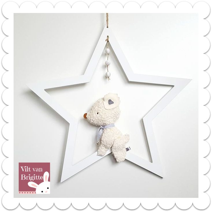 I saw a nice drawing and I made after the bear out of my hand. The bear is made of beautiful teddy organic matter. The bear is in a white wooden star and you can hang in the window. I make this bear by hand and also bear this, there is only one. Made in the Netherlands. #Babydecor #Babylove #Babyroom #babystuff