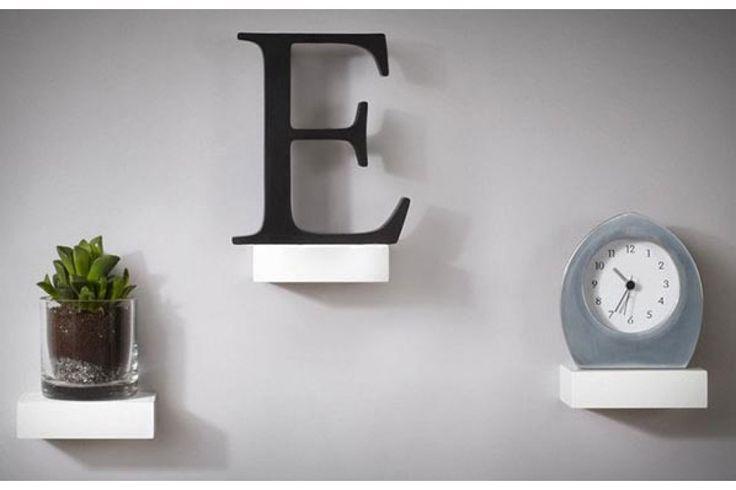 De Showcase Shelves zijn zwevende plankjes die je eenvoudig aan je muur kunt bevestigen met het bijgevoegde materiaal.#huisdecoratie #housewarming #boekenplank #cadeau