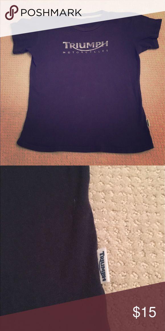 Triumph motorcycles t shirt 😎🌺😎 Medium, navy blue, great condition. Soft t shirt! Tops Tees - Short Sleeve